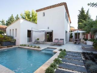 Villa with pool close to Aix city centre, Aix-en-Provence