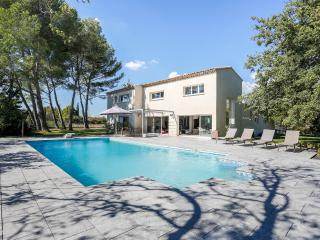Modern country house in Aix-en-provence, Puyricard
