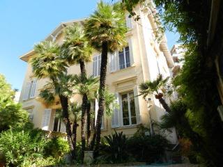 Luxurious Villa/Apartment + Garden, Cannes