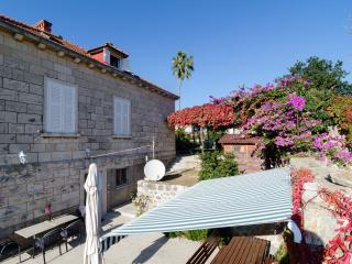 Villa Mirna - Two-Bedroom Apt. with Terrace
