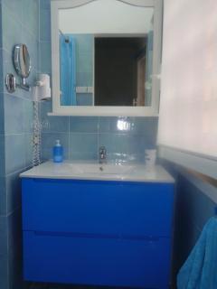 Salle d' eau parentale avec  vue sur la mer