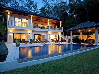 Villa Pagarang - 6 Bed - Beautiful Poolside Dining Area, Kata Beach