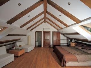 Beautiful large Deluxe double bedroom