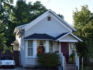 Beautifully Updated 1883 Sellwood Bungalow