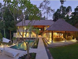 Jewel, Lux 5BR stunning villa in nature, Canggu, Cepaka