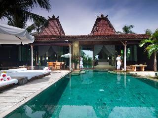 Shalimar: Cantik, Lux 2BR Beachfront Villa, Canggu