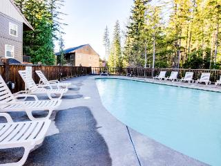 Bring along your dog to this condo with pool and hot tub access!, Government Camp