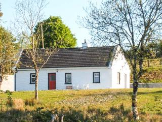 LOUGH ALLEN VIEW, single-storey detached cottage, woodburner, pet-friendly