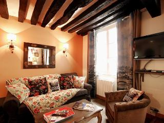 G05478 - 1 bedroom apartment Notre Dame, Paris