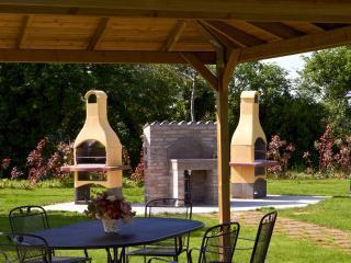 zona barbecue nel parco con anche parco giochi solarium ping pong calcio balilla