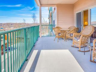 Spring Special from $99!!! Luxurious 2BR Condo w/ Indoor Pool and Views., Pigeon Forge