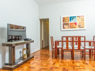 COPACABANA 3 SUITES BY THE BEACH. LARGE APT 4 BATH