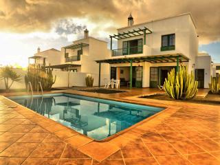 Villa Nohara 14 piscina, Wifi & el sol, Playa Blanca