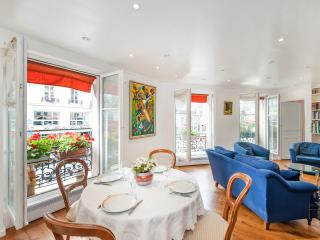 3BD/2BTH in the center of Paris near the Louvre 1st arrondissement