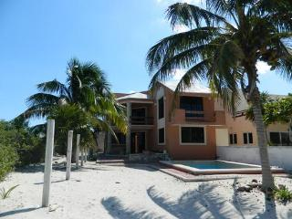 Lovely waterfront home with pool    preciosa casa frente al mar con piscina, Telchac Puerto