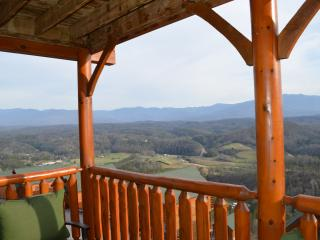 Luxury Vacation Cabin-Dramatic SmokyMountain View!