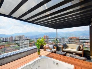 Luxury Penthouse with Jacuzzi, Medellin