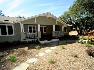 New home on Sonoma Creek and Mountain Views Minutes from wine tasting and Dining