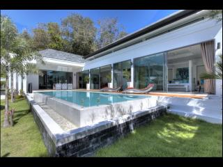 Zen Villa... Contemporary luxurious 2 bed pool villa 2 min drive from the beach In Nai harn Rawai Phuket, Nai Harn