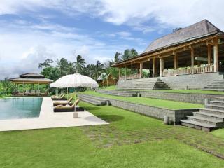 Tangguntiti, Luxury 5BR Villa + Driver, Tabanan