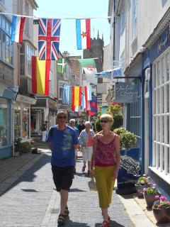 Shopping in Foss Street, Dartmouth