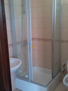 En suite bathroom (masterbedroom)