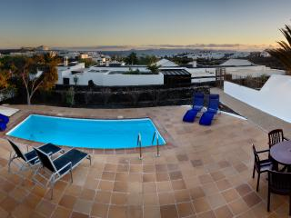 Villa LanzaroteSun with Private Pool and Seaviews, Playa Blanca