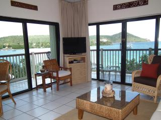 Panoramic views of the sea from the living room.