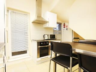 Relocabroad Apartment (LB00), London