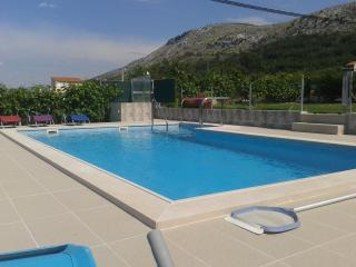 Amazing Pool apartment close to Split