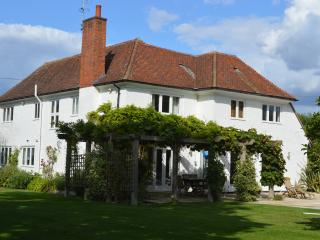 Luxury 4 Bedroom 4 Bathroom House in W. Sussex, Chichester