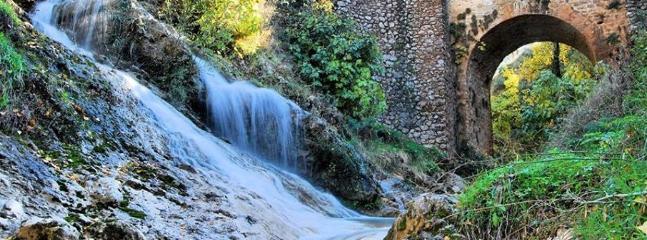 Cascada frente a La Casita