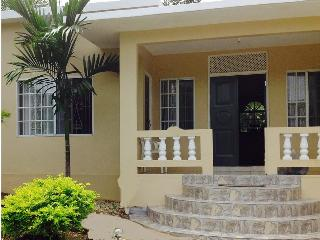 Near Montego Bay|place to stay|Rent whole 2bdr house with kitchen and living rm