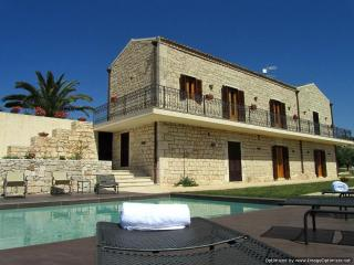 Villa Ispica Villa in Ragusa to rent, holiday let in southern Sicily, self catering villa Modica Sicily, Módica