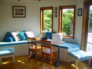 Aroha Cottage not beachfront but oh so close !!