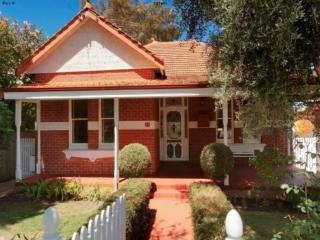 'The Knutsford' Character Home near Cafe Strip, Perth