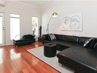 Trendy Surry Hills. 3 bedrooms 2 bathrooms, Sídney