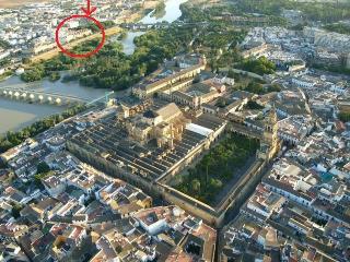 Apartamento terraza vistas rio y Mezquita wifi y parking gratis