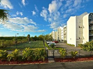 Saint Barts Suite #303 - 2/2 Condo w/ Pool & Hot Tub - Near Smathers Beach, Key West