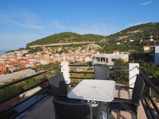 Penthouse for 5 with private heated pool in Vis