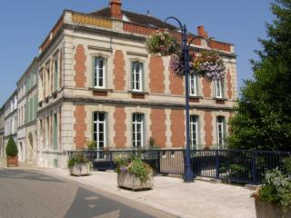 2 bed holiday apartment in sunny Charente Maritime, Pons