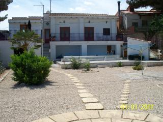 House with private pool & WiFi, Monóvar