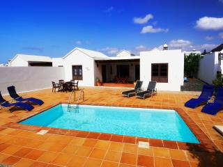 Villa LanzaroreSun with sea views and private Pool, Playa Blanca