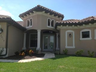 Villa Endless Summer - great new home on wide canal, Cape Coral