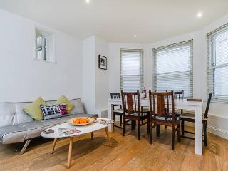 Lovely 4 Bedroom Garden Flat, N6.  Sleeps 8., Londres