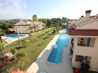 New Age Oasis Village 3 Bedroom Apart. in Forest, Yaniklar
