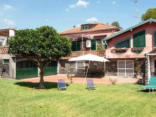 Villa in Acireale near the sea, garden, Wi-Fi