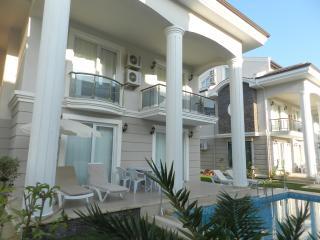 New Age Beach Breeze Luxury Villa Indoor Sauna (pax 8)