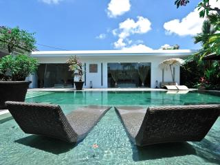Striking 3 BD villa minutes from central Seminyak