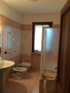 Bagno primo piano /First floor bathroom